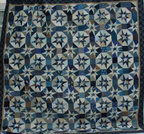 Variable Star design made by Lisa Price and quilted with Waterworld